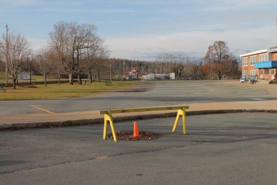 pilon, parking lot,