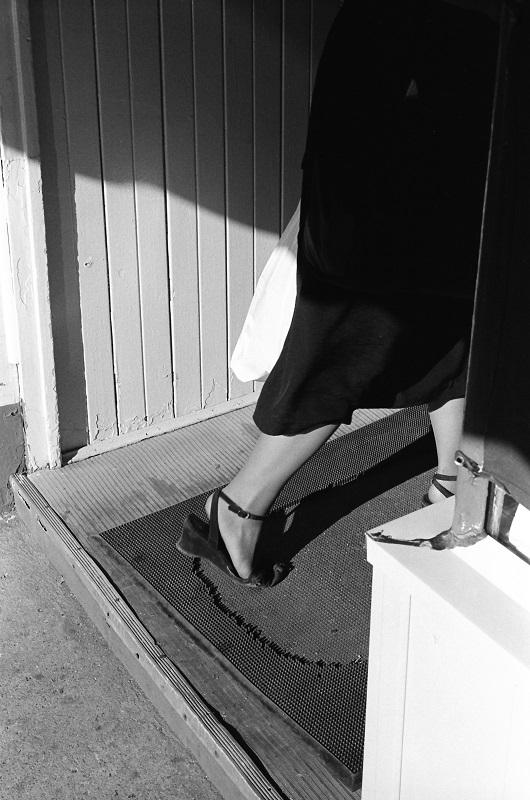 doorway, high heel, leg,