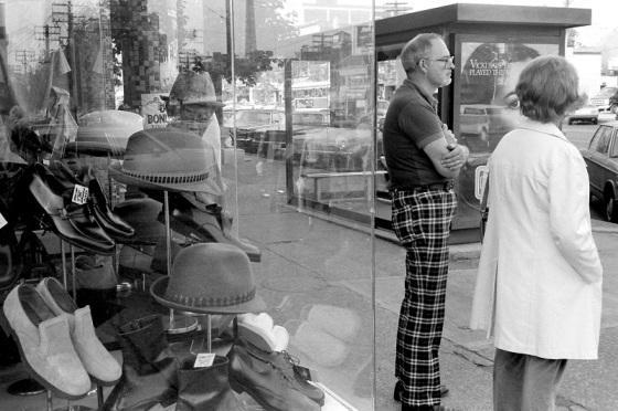 Spadina Avenue, hat store, pedestrians, 1983
