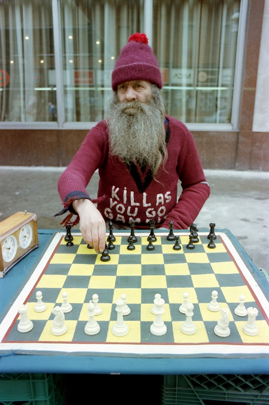Speed chess player Joe Smoli, Toronto, 1982