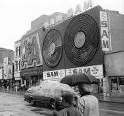 Toronto, Yonge Street, Sam the Record Man, 1993, Avard Woolaver,
